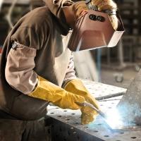 Guantes de protección duradero y cómodo para aplicaciones de soldadura.