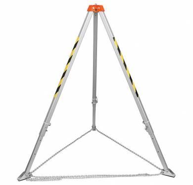 TM-9Trípode mod. TM-9 para trabajos con carga de hasta 500 Kg.y fuerza de rotura 22 Kn.Fabricado en aluminio y con 4 puntos de anclaje en la cabeza.Radio de apertura de 166 a 236 cm.Altura regulable de 130 a 230 cm.Dimensiones plegado: 23 x 175 cmDispone de brazos telescópicos y pies adaptables a las irregularidades del terreno.Se combina con el enrollador w8218 para ascenso-descenso.