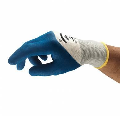Guantes de nitrilo de uso general HyFlex® 11-917Alta flexibilidad y destreza para un confort óptimo durante su uso Forro de nylon sin costuras de galga 13. Revestimiento de nitrilo rugoso. Puntos finos y elásticos, para un magnífico confort. El puño tejido de látex garantiza un buen ajuste. Alta flexibilidad y destreza para un confort óptimo durante su uso. Excelente resistencia a la abrasión Cubierto con una capa resistente a las piezas contaminadas manipuladas. Aplicaciones ideales Montaje de líneas blancas Mantenimiento de instalaciones y fábricas en general Fabricación y manipulación de metales ligeros Fabricación de metales Control de calidad