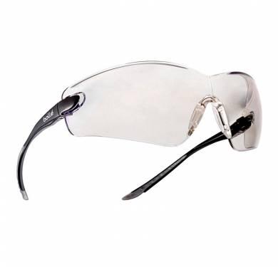 COBRAEL CONFORT ENVOLVENTE IMPRESCINDIBLE La superventas polivalente, panorámica e indispensable. Envolvente y sin ninguna molestia para la visión, COBRA le ofrece una visión panorámica de 180º de calidad óptica perfecta. La posibilidad de alternar las patillas con cinta ajustable y la opción de espuma, hacen de COBRA un modelo ultrapolivalente. -1 producto = 2 usos -Protección superior -Campo de visión panorámico -Puente nasal antideslizante -Patillas rectas de confort antideslizantes -Versión patillas o versión cinta con espuma intercambiable -Ocular inclinable/patillas pivotantes -25g -VERSION: incolora. REFERENCIA: COBPSI. TRATAMIENTOS: ASAF -VERSION: incolora, cinta + espuma REFERENCIA: COBFSPSI. TRATAMIENTOS: Antirrayaduras/ Antivaho/PLATINUM