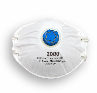 MASCARILLA DE SEGURIDAD ADEEPI MASKS 2000 CON VALVULA FFP2MASCARILLAS PREFORMADAS CON BANDAS ELASTICAS REF. 2000 EPI CATEGORIA III DESCRIPCIÓN La mascarilla filtrante desechable ADEEPI MASKS 2000 garantiza la protección de las vías respiratorias contra las partículas de tipo sólido y aerosol. La forma de copa, el arnés elástico fijado en cuatro puntos, el adaptador clip -nasal externo modelable aseguran una perfecta adaptación para la mayor parte de los perfiles faciales. La válvula de respiración (modelo ADEEPI MASKS 2000) reduce la resistencia respiratoria y disminuye la humedad dentro de la mascarilla asegurando una respiración más sencilla incluso en lugares de trabajo húmedos o calurosos. La mascarilla ADEEPI MASKS 2000 protege al usuario contra partículas sólidas y líquidas. APLICACIONES CERTIFICACIÓN La mascarilla filtrante ADEEPI MASKS 2000 ha sido certificada según la normativa europea EN 149:2001+A1:2009 y recibido el marcado CE según Reglamento UE 2016/425. La certificación CE asegura que los respiradores faciales (EPI de categoría III) cumplen los requerimientos de seguridad y salud indicados en el Reglamento UE y el nº 0426 identifica el ente de control y certificación (Italcert Srl, Viale Sarca 336, 20126 Milano - Italia) que proporcionan los controles en virtud del Módulo C2. El carbón activado, presentado en una capa, incrementa el confort contra olores molestos y sustancias no peligrosas. PRUEBAS DE CERTIFICACIÓN La mascarilla filtrante ADEEPI MASKS 2000 es conforme a la normativa EN 149:2001+A1:2009 y ha superado las pruebas según los requisitos de la clase FFP2 NR D. RESISTENCIA RESPIRATORIA La resistencia respiratoria ofrecida por la mascarilla filtrante debe ser comprobada por medio de pruebas realizadas a 30 l/min y 95 l/min para la inhalación y a 160 l/min para la espiración. Para la clase FFP2 los valores establecidos por la normativa son 0.7 mbar, 2.4 mbar y 3.0 mbar respectivamente.
